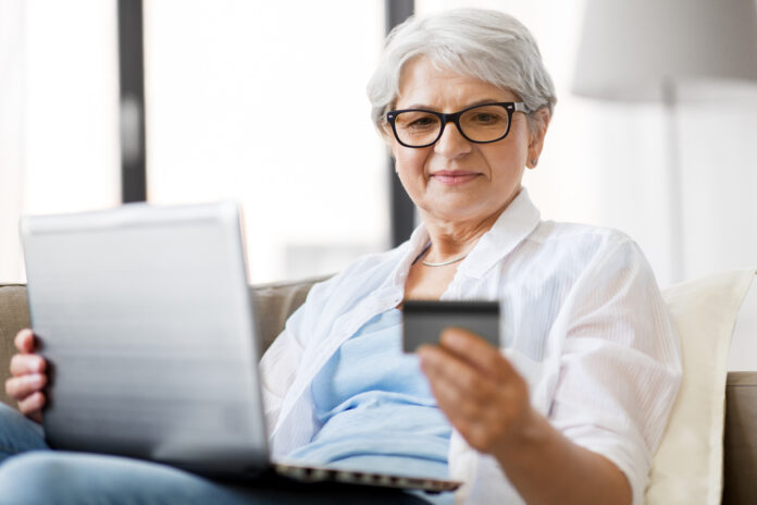 Kvinde handler online